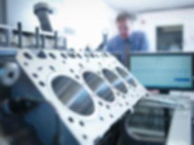Ingenieur Arbeiten an Maschinen