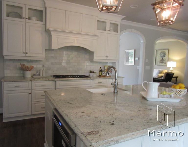 scandinavian-kitchen-with-white-cabinet-