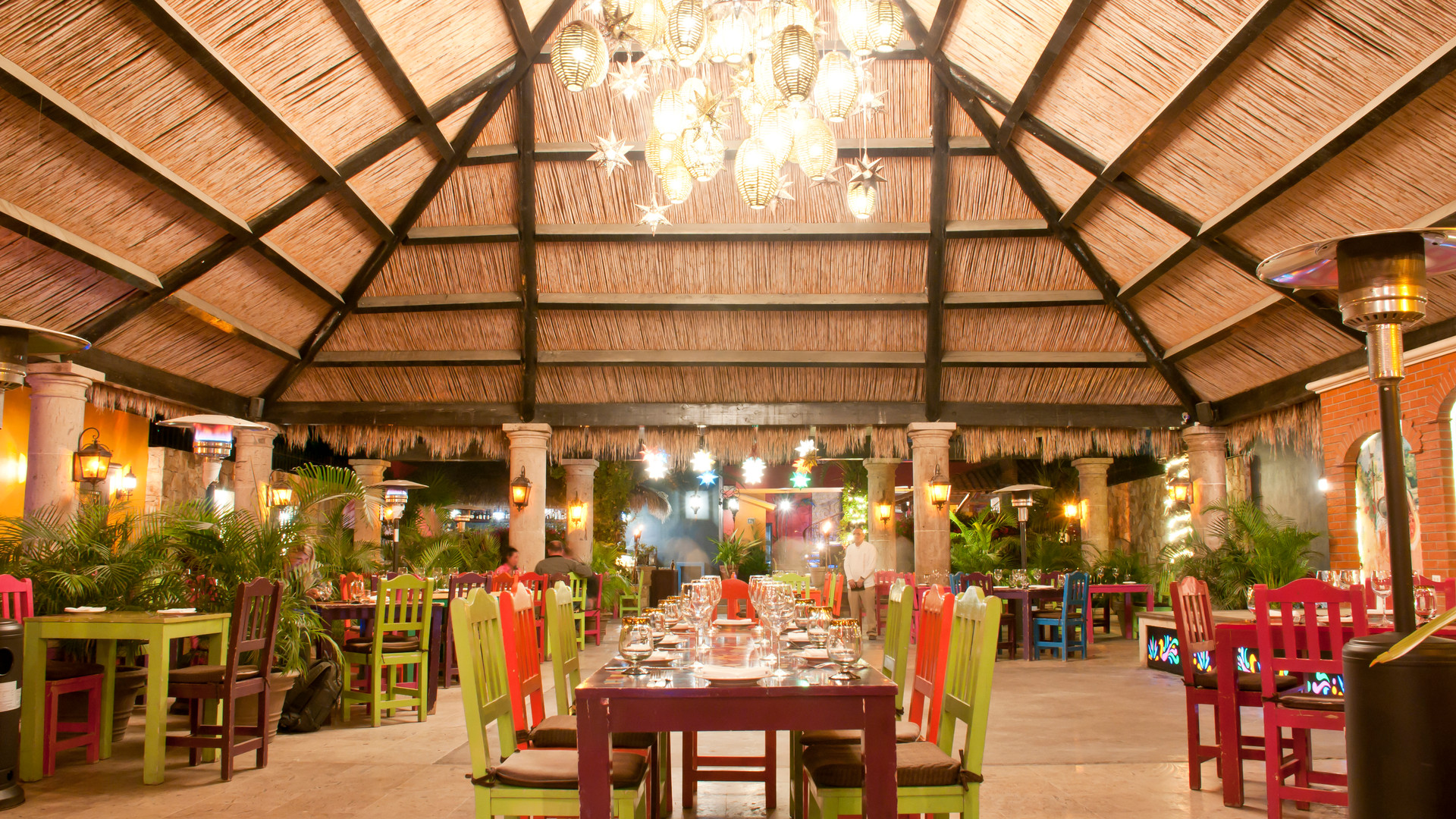 Don_Sánchez_Restaurant_Courtyard1.jpg