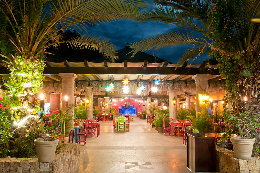 Don_Sánchez_Restaurant_Courtyard3.JPG