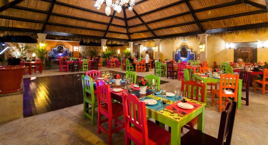 Don_Sánchez_Restaurant_Courtyard.JPG