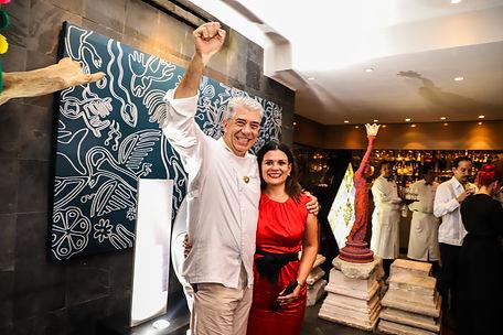 Chef Thierry y su esposa celebrando