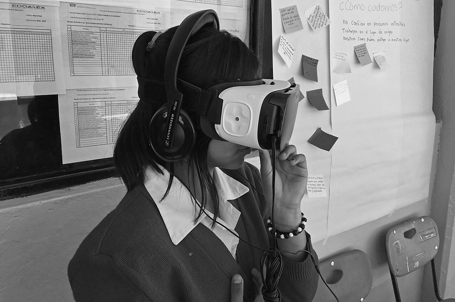 Student with Livre VR