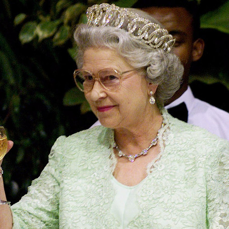 For this Cocktail Friday we are going to drink like Royalty, Queen Elizabeth II of England style!