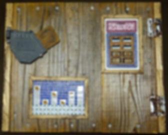 櫻湯湯鉢(左)・櫻湯湯鉢と脱衣箱(右) 鍵を開けると小さな棚になっています