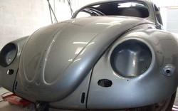 volkswagen-1956-oval-beetle-in-stratos-silver_headlight.jpg