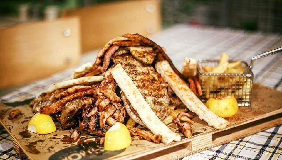 """Η μεγάλη ποικιλία κρεάτων στο εστιατόριο """"Ο Χοντρός""""   Φωτ. Nightstories.gr - Fb page Ο Χοντρός"""