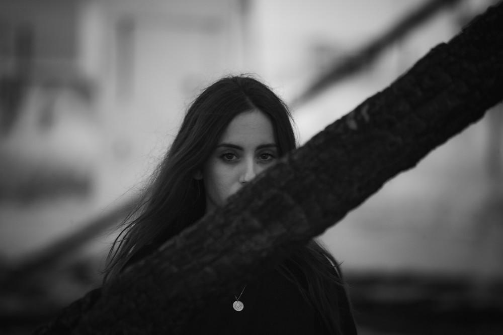 Η Μάρα Μανωλακάκη, πληγέντας στο Μάτι