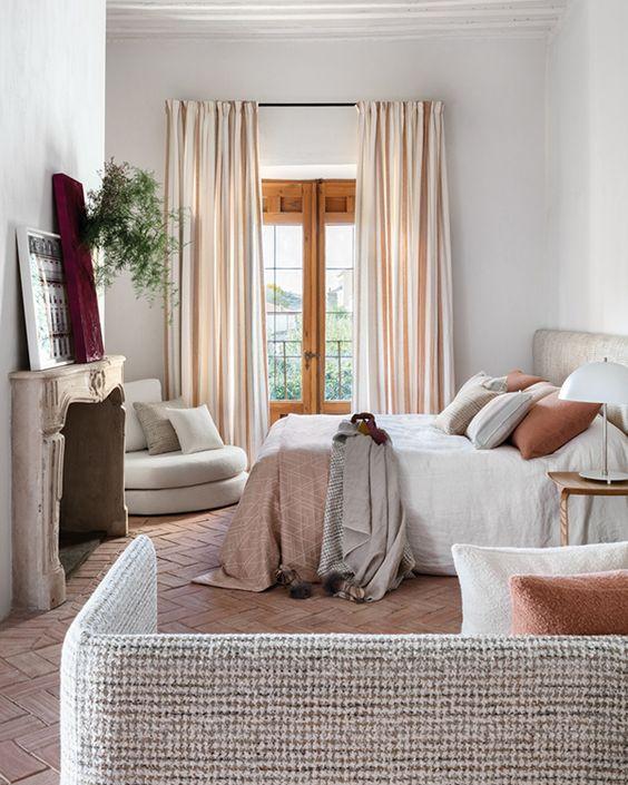 """Υφάσματα για κουρτίνες, καναπέδες και κρεβάτια θα βρεις στο κατάστημα """"Σύνθεση"""" στη Νέα Μάκρη"""