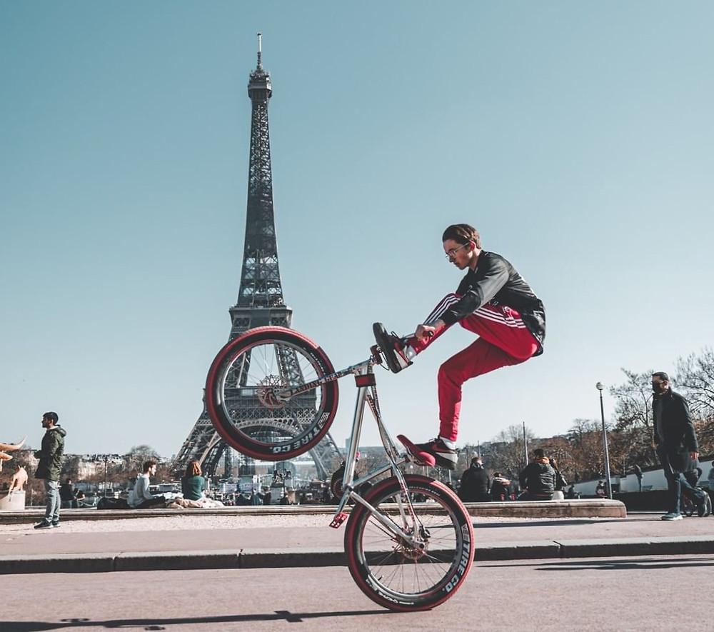 Το ποδήλατο στο Παρίσι είναι ιδιαίτερα αγαπητό | Φωτ.: @mountainsphotography με τον ποδηλάτη @ffw_mxthias