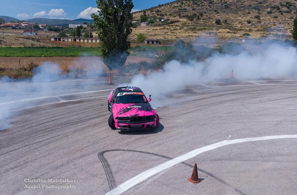Ο Γιώργος Λαγός με τη χαρακτηριστικού χρώματος ροζ BMW βρέθηκε στην 3η θέση