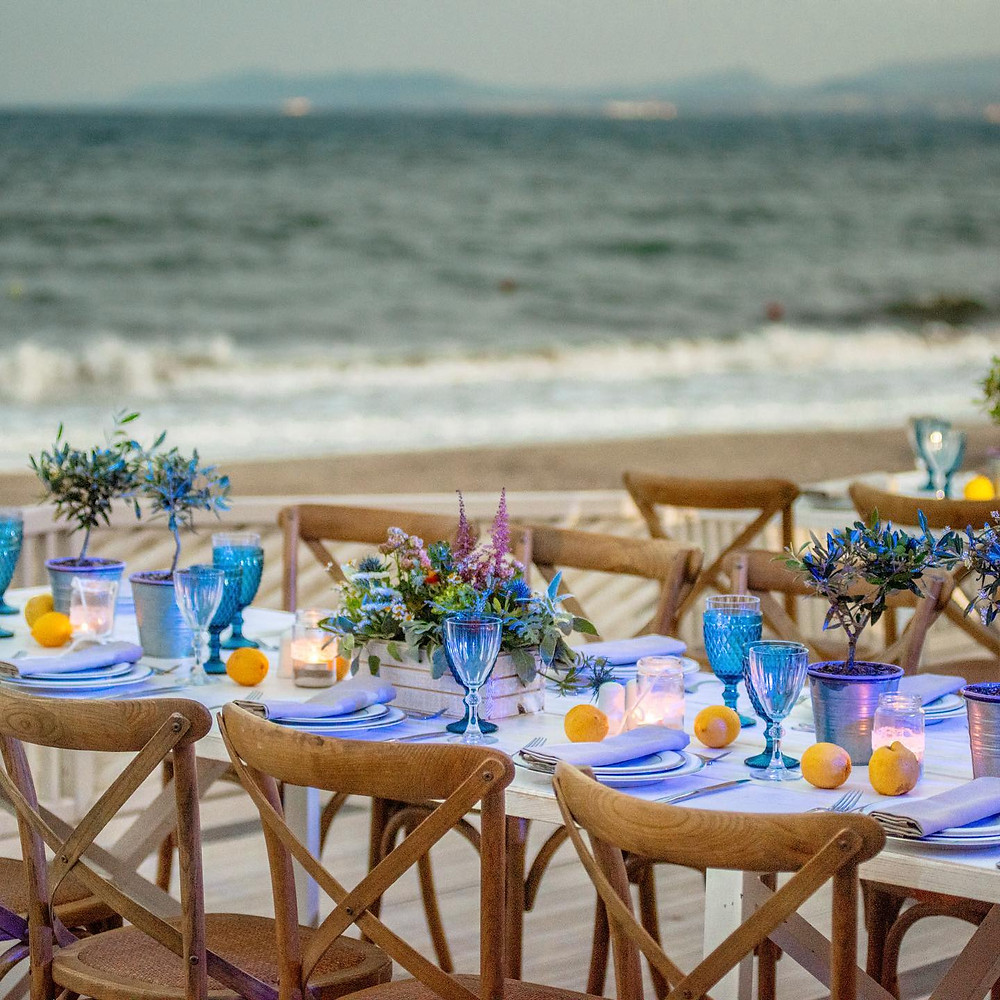 """'Ενας πανέμορφος χώρος η """"Γαλάζια Ακτή"""" στην παραλία Σχινιά, δίπλα από το κύμα!"""