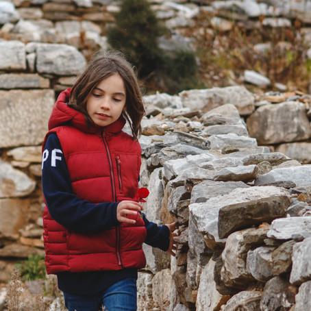 Ο αρχαιολογικός χώρος του Ραμνούντα υποδέχεται τον μικρό «Έλληνα Μότσαρτ» Στέλιο Κερασίδη