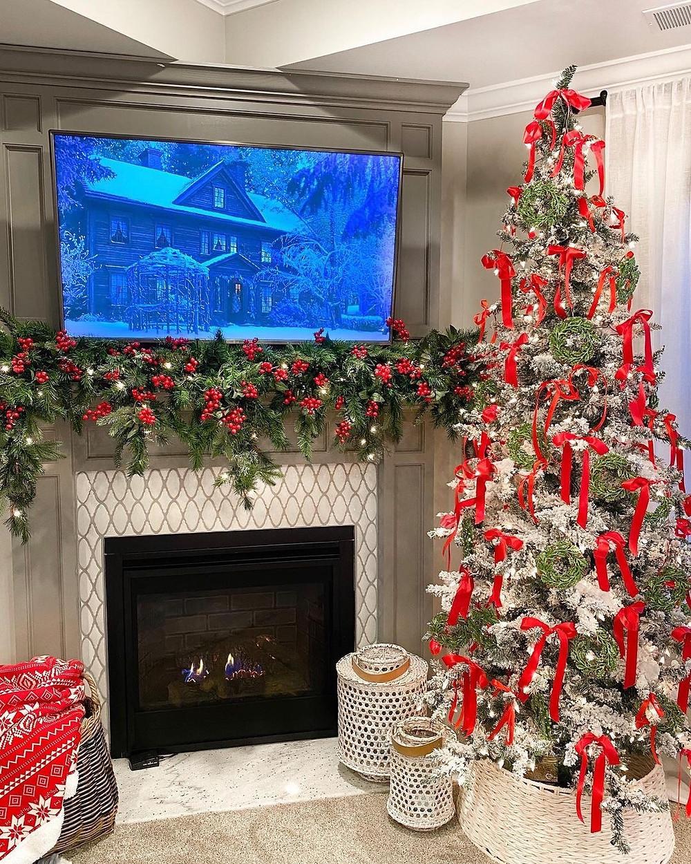Χριστουγεννιάτικες ιδέες για να στολίσετε το τζάκι σας