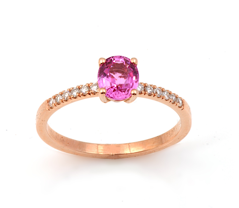 Τα δαχτυλίδια με πολύτιμους λίθους θα δώσουν μία χρωματιστή πινελιά στις φθινοπωρινές εμφανίσεις σας