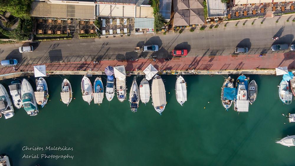 Τα καίκια των ψαράδων στο λιμανάκι της Νέας Μάκρης | Φωτ.: Χρήστος Μαλέτσικας