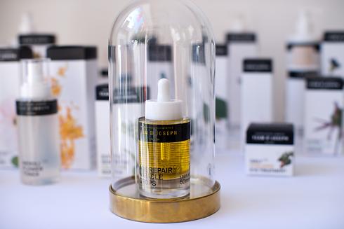 hochwertige Produkte von TEAM DR. JOSEPH kaufen bei AURA Beauty in Schwabing