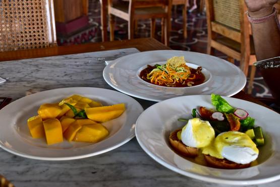 Delicious Food with Balinese Dance in Alaya Ubud Bali