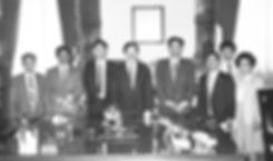 In 1985 the Hebei Shijiazhuang Prefecture Corn Processing Delegation was hosted by Iowa Governor Terry Branstad in his official State Office. From left to right: Liu Luqing, Bai Runzhang, Xi Jinping, Governor Terry Branstad, Yu Xiqing, Xia Wenyi, unknown, Jean Kaung. (Photo courtesy of the State Historical Society of Iowa)
