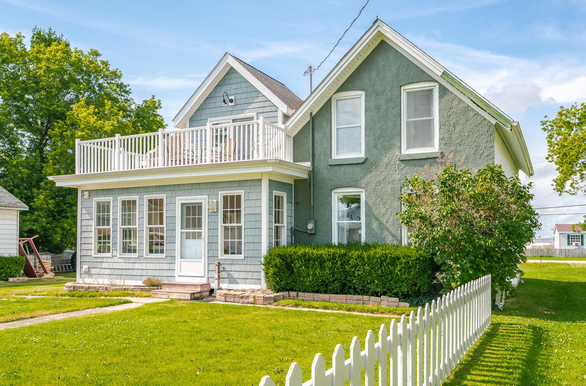 10 BDRM BEACH HOUSE!