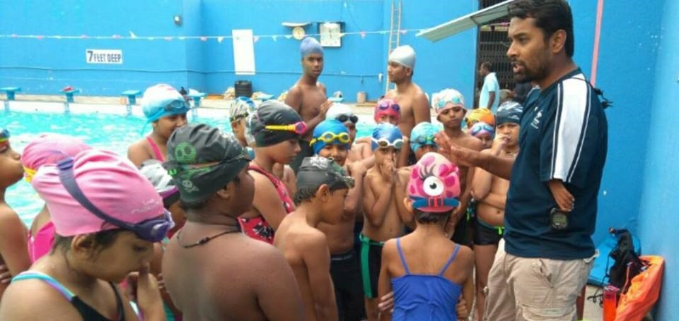 Indian Paralympic athlete Sharath Gayakwad working with kids.