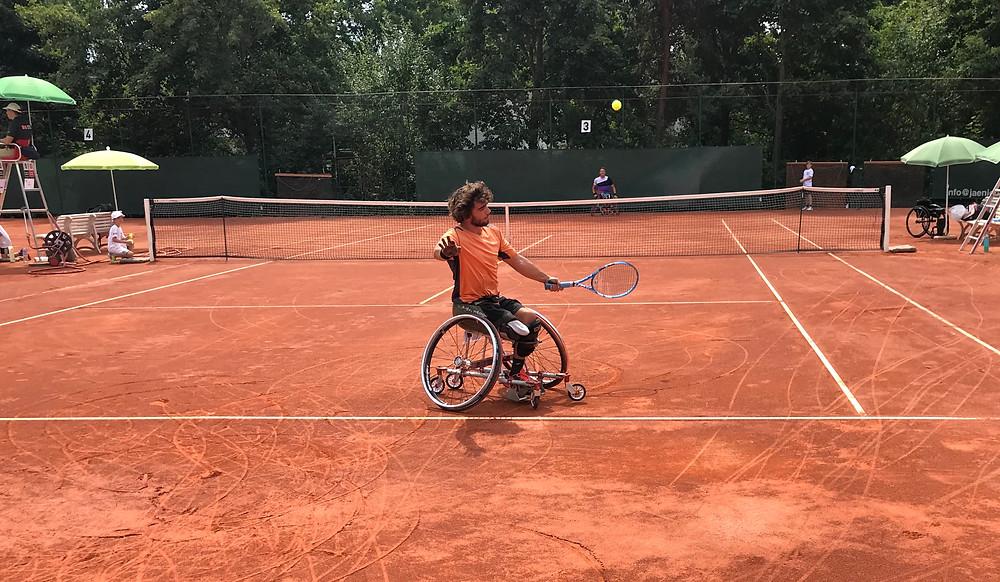 Spanish Wheelchair Tennis Top Player Daniel Caverzaschi. Interview with Parasports World.