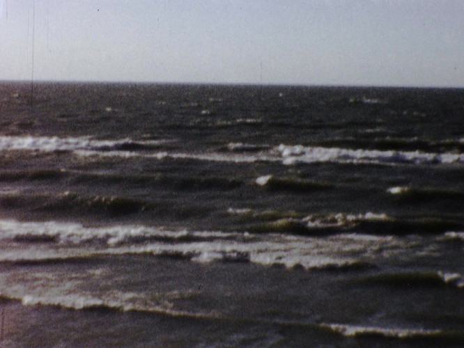 Great Lake Waves.mp4