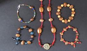 bay bean necklace