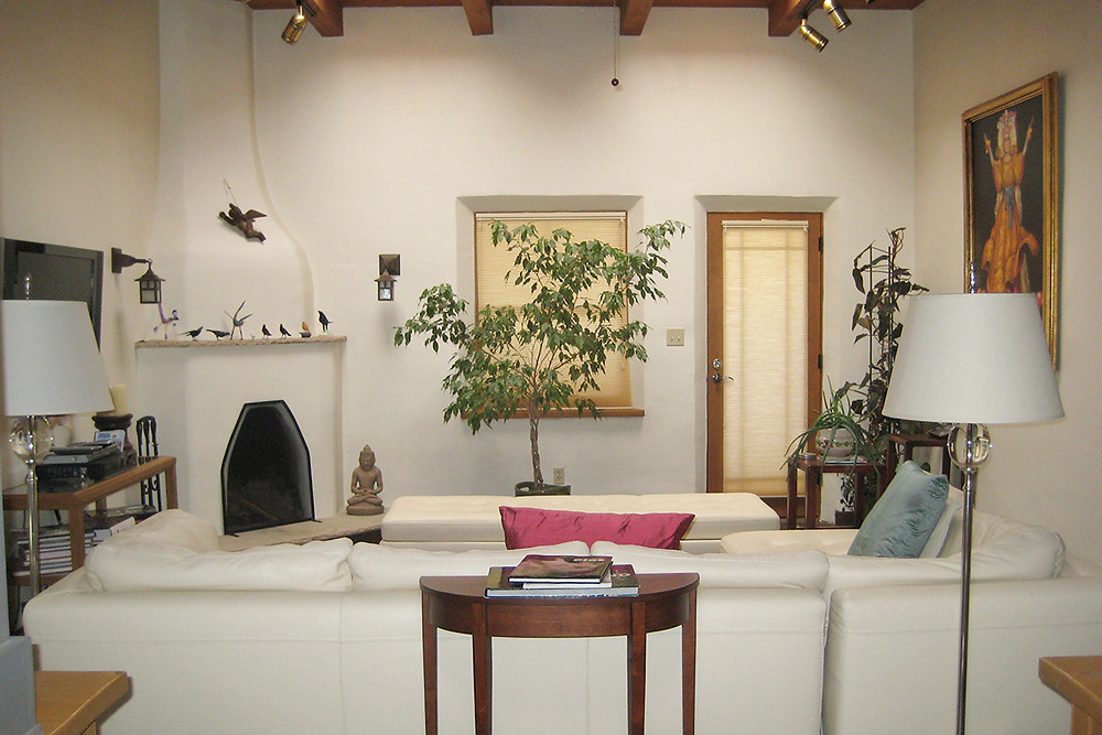 A Santa Fe, New Mexico living room before decluttering.