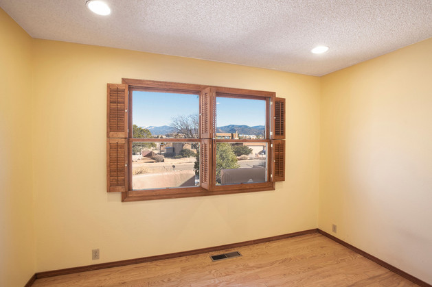 Vacant Dining Room Before Home Staging