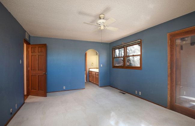 Vacant Master Bedroom Before Home Staging