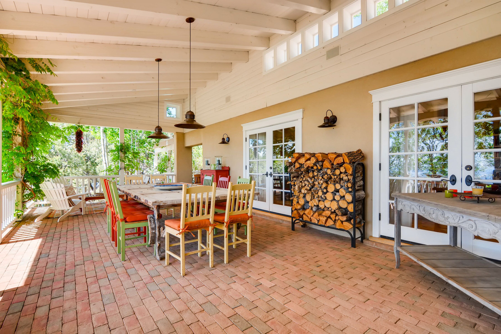 Double Arrow   Territorial Style Outdoor Dining