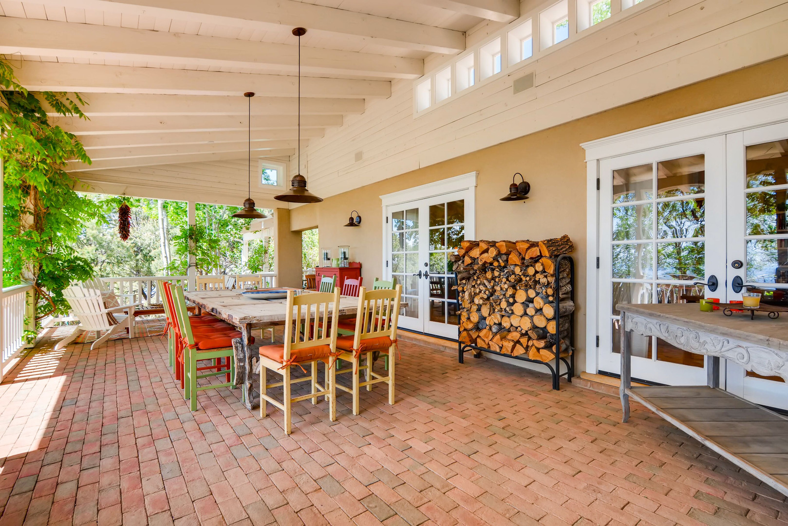 Double Arrow | Territorial Style Outdoor Dining
