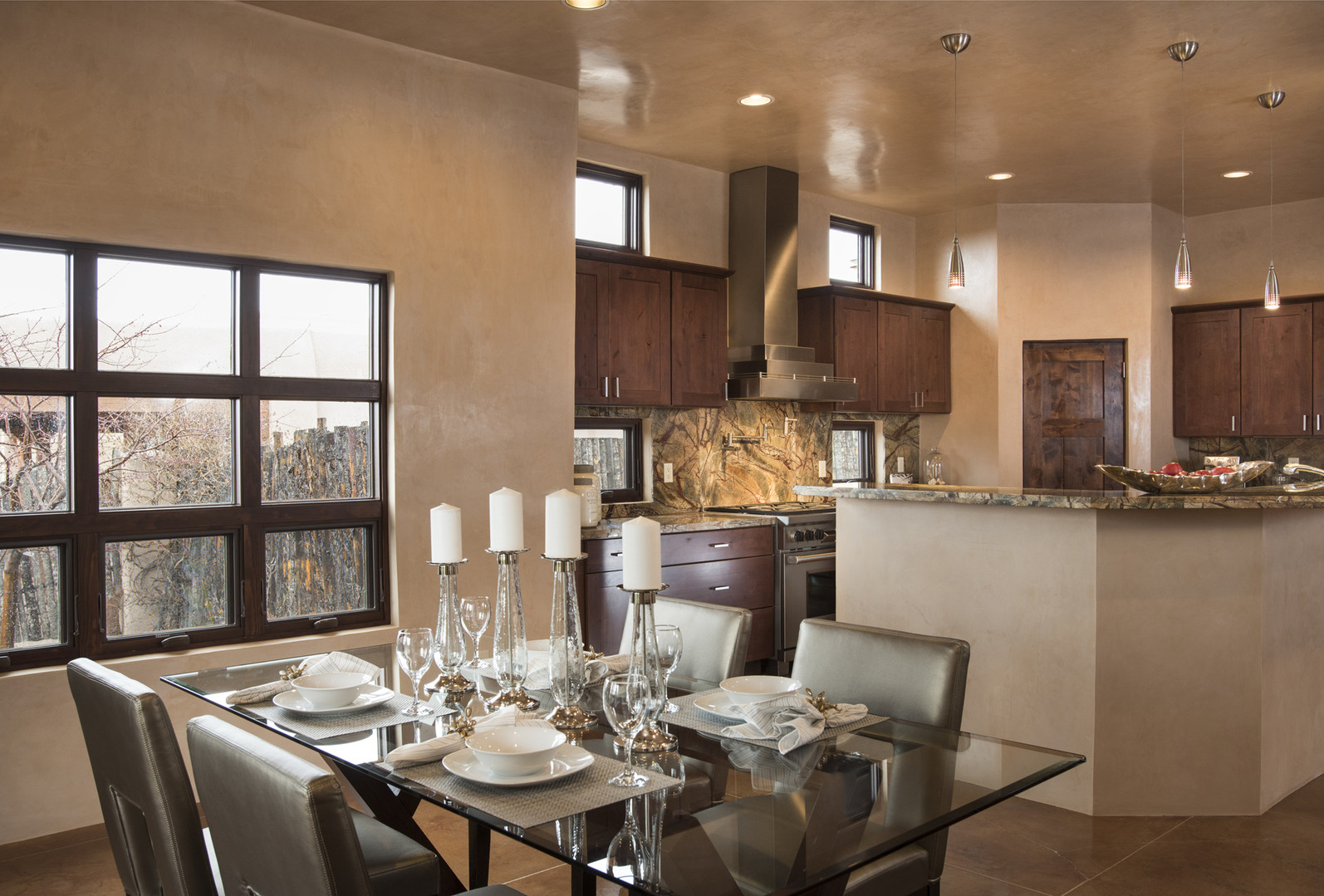 Camino Esperanza | Dining Room to Kitchen View