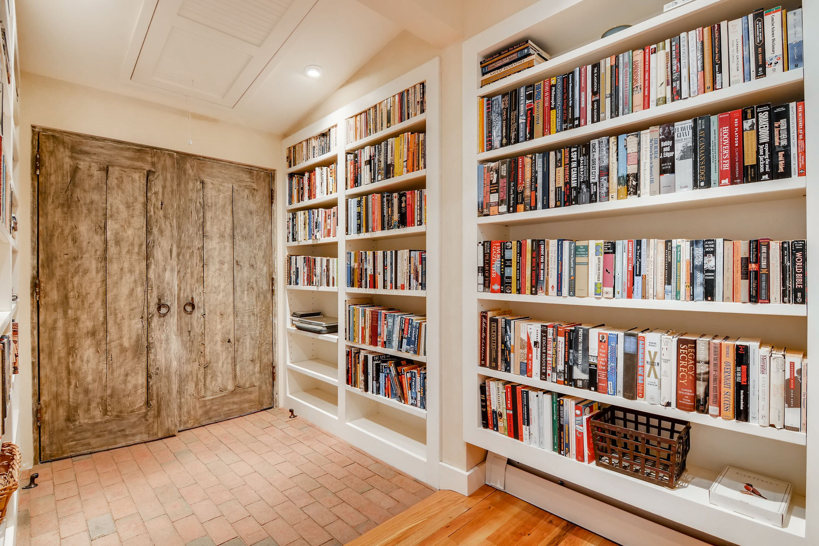 Double Arrow   Built In Bookcases