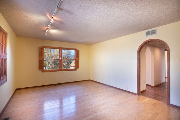 Vacant Living Room Before Home Staging