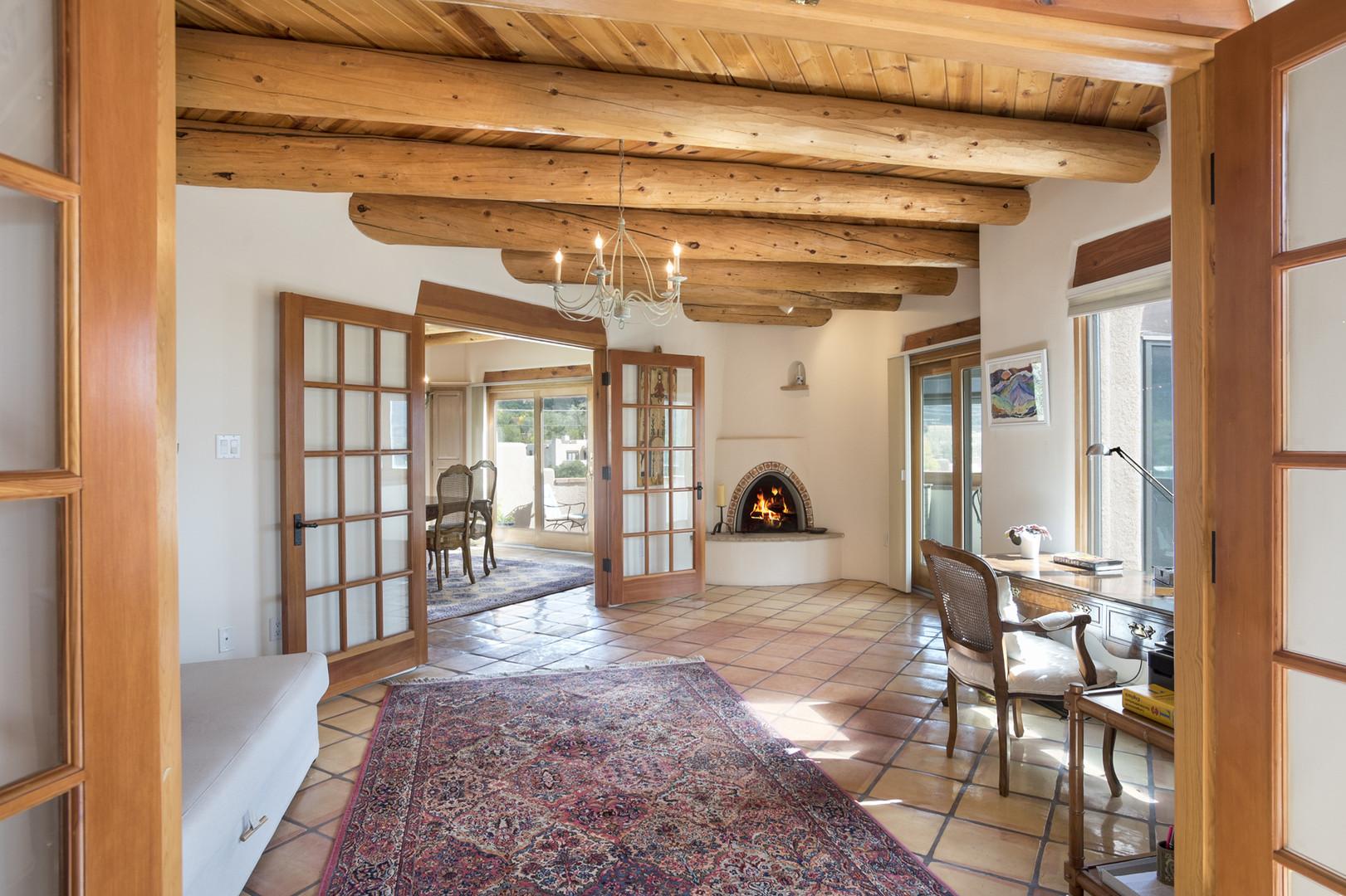 Monte Alto | Den With Kiva Fireplace