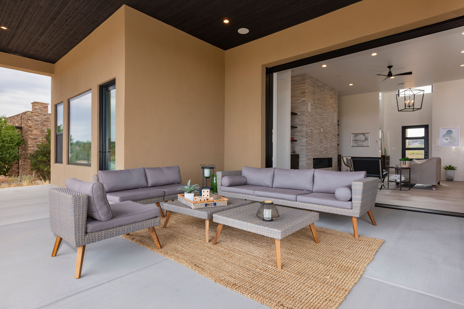 Abierto | Indoor to Outdoor Living Room Spaces