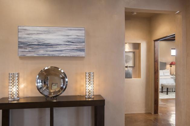 Camino Esperanza | Hallway Details
