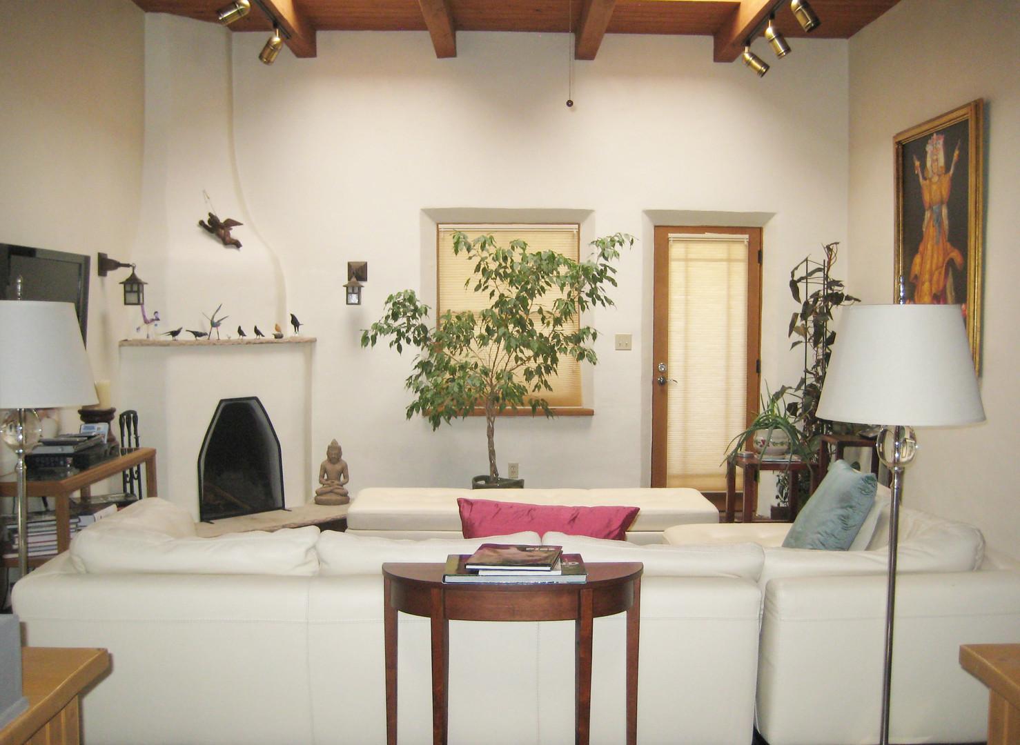 Valencia | Restrictive Furniture Arrangement Before Home Staging