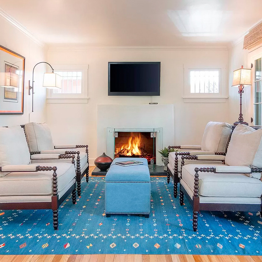 Light and bright cozy southwest bungalow living room with only a few decorative touches to help the space feel larger
