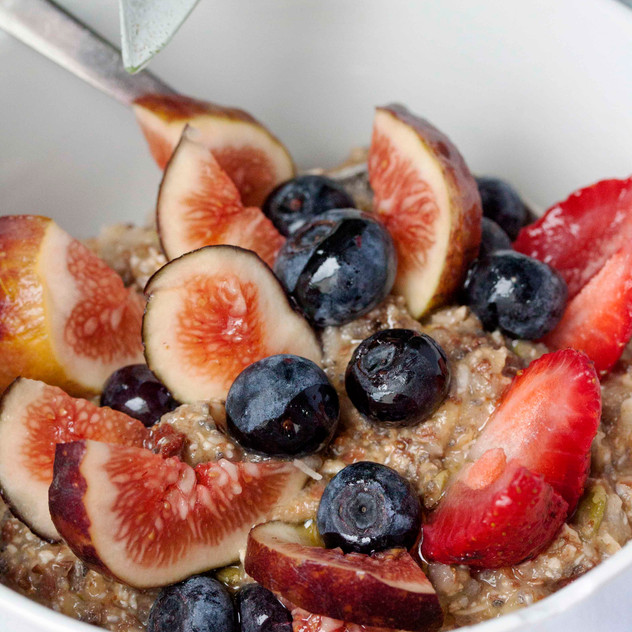 Bircher with fresh figs and blueberries