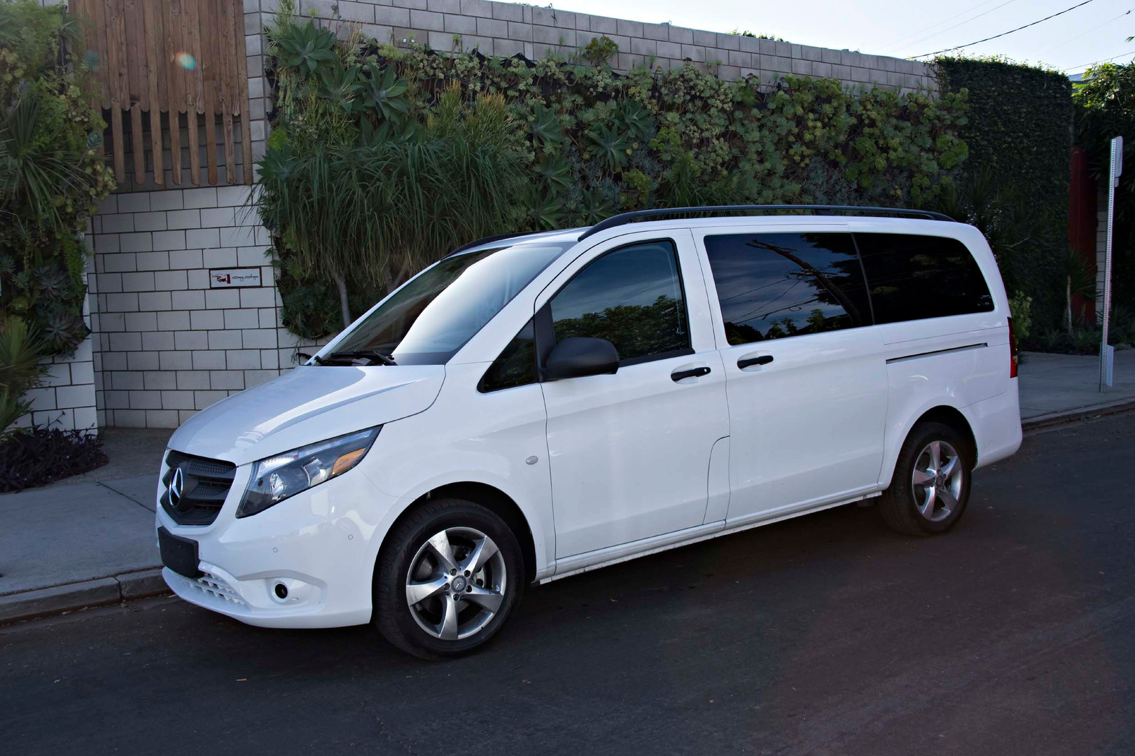 2016-Mercedes-Benz-Metris-City-Tour...01