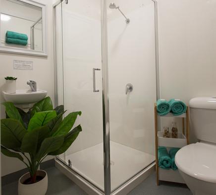 2017.10.12 - 1D9A8188lr - queen bathroom