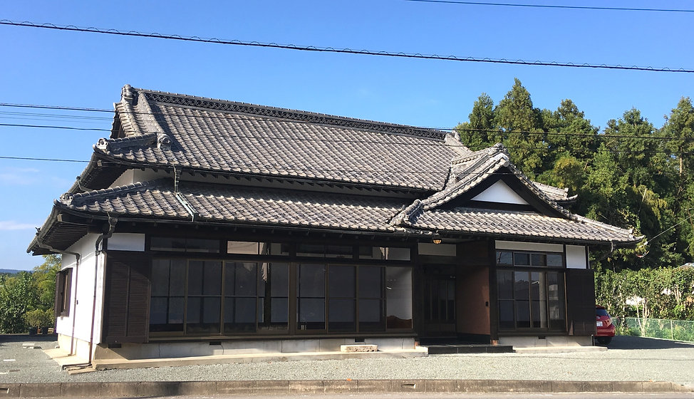 Mitsuba%20blue%20sky%202_edited.jpg