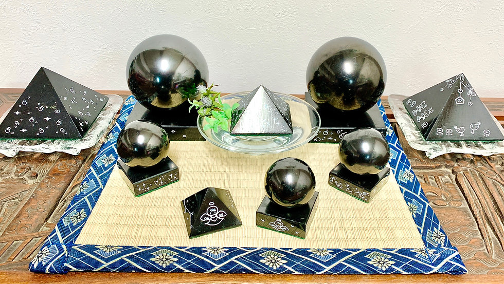 Handpainted spheres and pyramids_2.2020.
