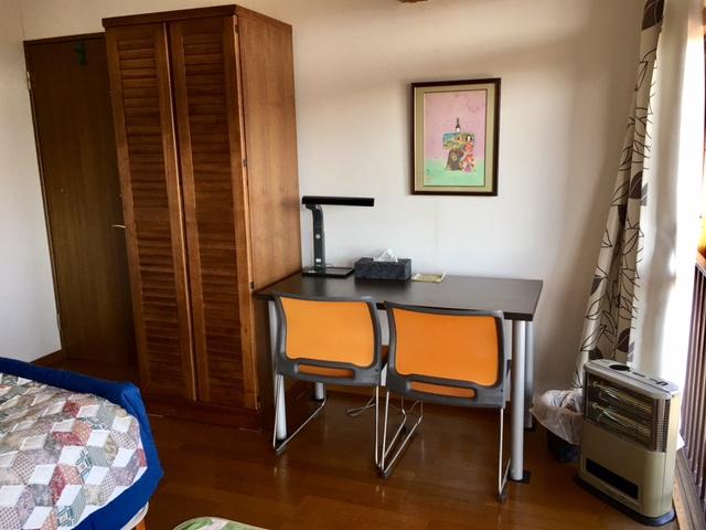 2F Queen bedroom 2.18