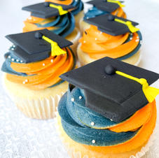 Two-Toned Graduation Cupcakes