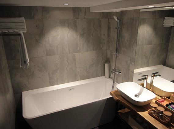 superior bath room.JPG