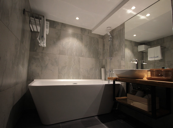 superior bath room2.JPG